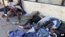 سان فرانسسکو کی مصروف شاہراہوں پر بے گھروں کے ڈیرے عام دکھائی دیتے ہیں