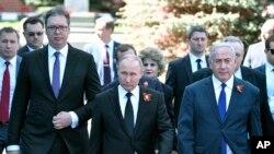 Tổng thống Nga Vladimir Putin hôm 9/5 duyệt binh tại Quảng Trường Đỏ.