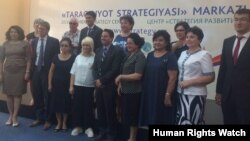 HRW Toshkentda yuqori lavozimli rasmiylar, qonunchilar va fuqarolik jamiyati vakillari bilan muloqotda