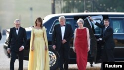 Predsednik i prva dama SAD sa britanskom premijerkom i njenim suprugom Filipom.