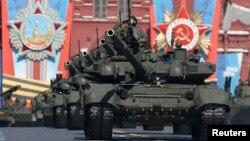 El desfile militar sin precedente en Sebastopol, en Crimea, estuvo precedido por otro en la Plaza Roja de Moscú.
