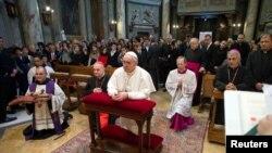 Papa Francis na misi u vatikanskoj crkvi Santa Anna