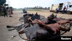 La consommation de viande de brousse est déconseillée, car elle peut aider à répandre le virus à Ebola (Reuters)