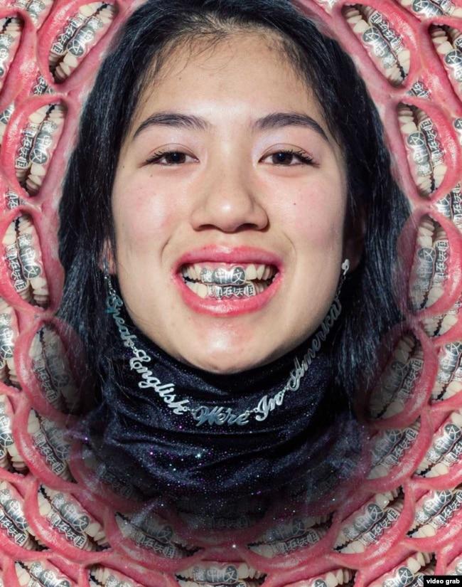 """21歲華裔女生設計另類""""眯縫眼""""等首飾,對抗亞裔偏見"""