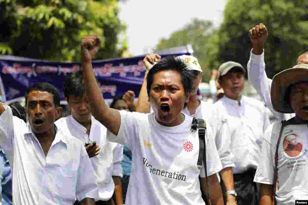 میانمار میں مزدوروں کے حقوق کے لیے نکالا جانے والا ایک جلوس