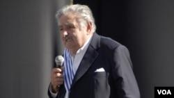 En total Mujica pasó casi 15 años de su vida en prisión. Su último período de detención duró trece años, entre 1972 y 1985.