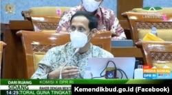 Menteri Pendidikan dan Kebudayaan (Kemendikbud) Nadiem Makarim dalam Rapat Kerja (Raker) bersama Komisi X Dewan Perwakilan Rakyat Republik Indonesia (DPR RI) di Jakarta, Kamis, 18 Maret 2021. (Foto: Facebook/Kemendikbud.go.id)