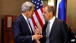지난 24일 뉴욕에서 열리는 제 68차 유엔 총회에 참석한 존 케리 미 국무장관(왼쪽)과 세르게이 라브로프 러 외무장관(오른쪽)이 양자회담을 가졌다.