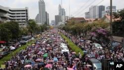 Demonstran anti-pemerintah Thailand kembali melancarkan aksi protes dan memadati jalanan kota Bangkok, Sabtu (29/3).