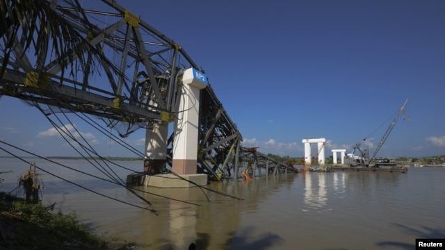 The Radana Thinga Bridge over the Irrawaddy River, still under construction, collapses following an earthquake near Singgu Township in central Burma, November 11, 2012.