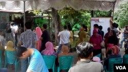 Suasana di salah satu TPS di kawasan Pancoran Mas, Depok, 9 Juli 2014 (Foto: VOA/Alina Mahamel)