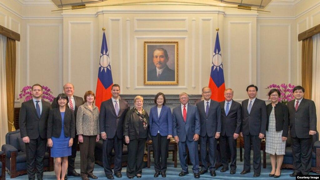 蔡英文2018年5月22日會見美中經濟及安全審議委員會代表團(台灣總統府)