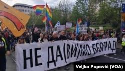 """Protest """"Za grad bez fantoma na vlasti"""" kojem prisustvuju i predstavnici opozicije, Foto: VOA"""