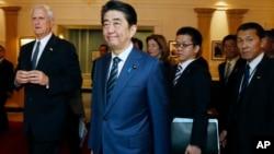 미국을 방문한 아베 신조 일본 총리가 26일 미국 보스턴의 존 F 케네디 대통령 도서관을 방문했다.