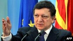 Chủ tịch Ủy ban châu Âu Jose Manuel Barroso dự kiến sẽ công bố một kế hoạch phát hành chung trái phiếu được gọi là trái phiếu bình ổn