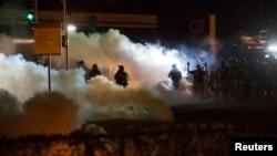 美國密蘇里州城市聖路易斯郊外的弗格森社區發生騷亂