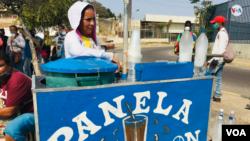 Marilín Luján, es una vendedora de bebidas dulces en Maracaibo, Venezuela [Foto: Gustavo Ocando Alex, VOA].