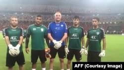 چهار دروازه بان تیم ملی همراه با مربی دروازه بانان فوتبال افغانستان
