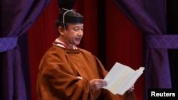 나루히토 일본 천왕이 22일 도쿄에서 열린 천황 즉위식에서 연설하고 있다.