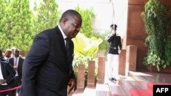 Le Premier ministre Emmanuel Issoze Ngondet lors de la cérémonie présidentiel à Libreville, au Gabon, le 7 mai 2018.