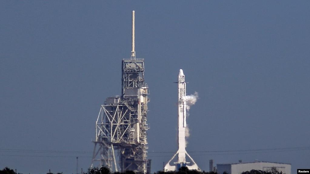 Tên lửa vận tải Falcon 9 của hãng SpaceX tại Trung tâm Vũ trụ Kennedy, Mũi Canaveral, Florida, ngày 18/02/2017.