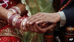 میاں بیوی ایک دوسرے کی بات کم سمجھتے ہیں: نئی تحقیق