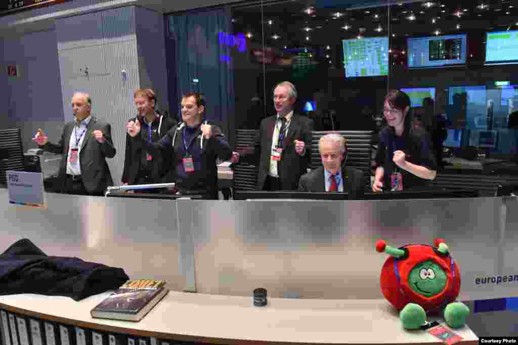 Smiles in the Main Control Room at ESA's Operations Center, as separation of the Philae lander from ESA Rosetta orbiter is confirmed and the Philae lander on its way to becoming the first spacecraft to touch down on a comet, Nov. 12, 2014. (Courtesy: Euro