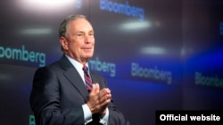 L'ex maire de New York, Michael Bloomberg, donne un discours, à Manhattan, le 27 août 2017.