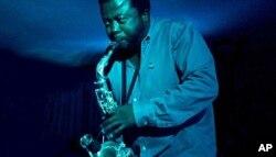 Moreira Chonguiça, saxofonista, arranjador, produtor musical