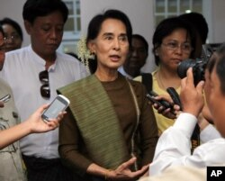 FILE - Myanmar's opposition leader Aung San Suu Kyi talks to journalists during a press briefing in Yangon, Jan. 2, 2014.