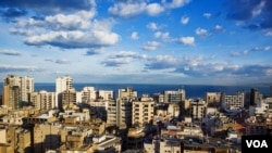 Bất kể chiến tranh ở nước láng giềng Syria, các tòa nhà tiếp tục mọc lên ở Beirut. (VOA/V. Undritz)