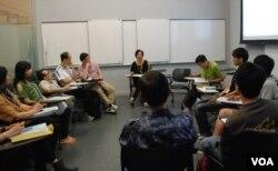 177位慎思民調參加者,約10人分為一小組由受過訓練的主持帶領進行討論,然後回答問卷