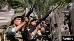 Binh sĩ quân đội Libăng đã nổ súng qua lại với các phần tử chủ chiến Sunni có vũ trang trốn trong một nhà thờ hồi giáo ở thành phố cảng Sidon.