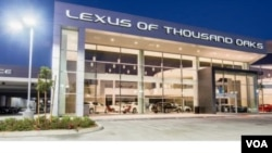 ສາຂາ ບໍລິສັດຂາຍລົດ Lexus ແຫ່ງນຶ່ງ ຢູ່ເມືອງ Oxnard ລັດຄາລີຟໍເນຍ.