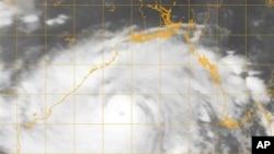 Satelitski snimak ciklona Fajlin, 11. oktobar 2013.