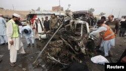 قبائلی علاقے خیبر ایجنسی میں کار بم دھماکے کا ایک منظر