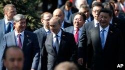 俄罗斯领导人普京和中国领导人习近平在红场