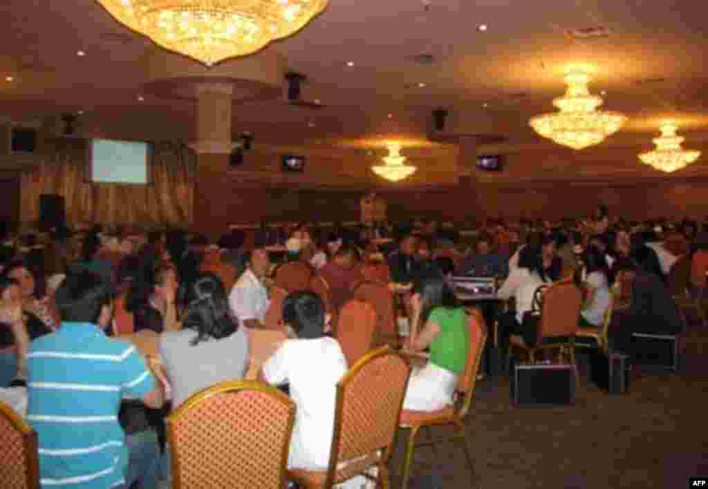 More than 300 fishermen gathered inside Panda King restaurant. Representatives from IRS, BP and other Vietnamese non-profit organizations at Panda King restaurant's meeting, 07/26/2010