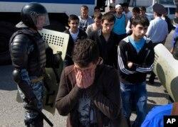 Geçen yıl sürgünün 41'inci yıldönümünde gösterileri Rus polis tarafından engellenen Kırım Tatarları