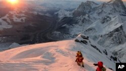 Alpinisti na Mont Everestu