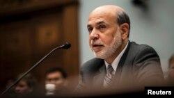 Gubernur Bank Sentral AS Ben Bernanke memberikan kesaksian di depan komisi Kongres Amerika (17/7).