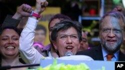 Claudia Lopez bersama Aliansi Hijau merayakan kemenangan dalam pemilihan Wali Kota Bogota di Bogota, Kolombia, 27 Oktober 2019.