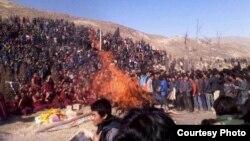 Large number of Tibetans gather at Dorjee Lhundup's Cremation