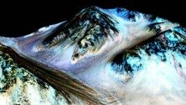 Gjurmë uji në formë të lëngshme në Mars