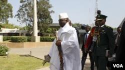 Shugaban Gambia Yahya Jammeh a taron ECOWAS a Abuja, Disamba 16, 2015.