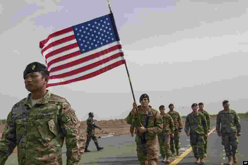 """LUNDI.Le Sénégal et les Etats-Unis ont signé à Dakar un accord de défense permettant """"la présence permanente"""" de militaires américains dans le pays, pour notamment lutter contre """"la menace terroriste"""" en Afrique de l'Ouest. LIRE L'ARTICLE ICI."""