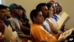 La organización United We Dream pide al presidente Obama ordene un alto a las deportaciones antes de abandonar la Casa Blanca.