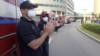 """El virus de la solidaridad: """"Los médicos son los verdaderos héroes de esta pandemia"""""""