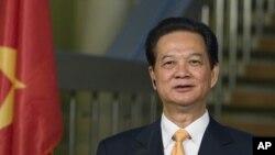Thủ Tướng Nguyễn Tấn Dũng nhấn mạnh Việt Nam đã từng và sẽ quyết tâm bảo vệ chủ quyền đất nước bằng những biện pháp hòa bình, phù hợp với luật pháp quốc tế.