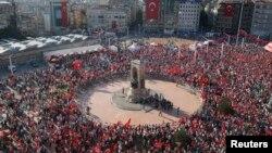 Площадь Таксим, Стамбул. Турция. 24 июля 2016 г.